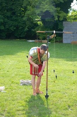 arpenteur-romain se servant d'un dioptre (photo déposée par Anne-Marie LESCA le 13-01-2015 sous licence  cc-by-sa.jpg