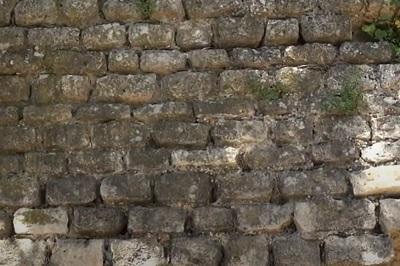 Appareillage de petite pierres à la romaine 3.JPG