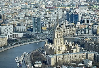 Отель Украина 1993 juste en face.jpg