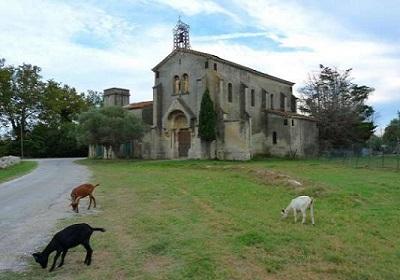 6 - 17 - 6 - Barcarin_Arles Salin église.jpg