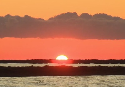 coucher de soleil sur Salin.JPG