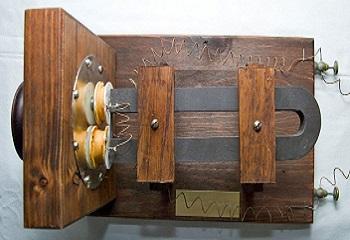14 - Tel Graham Bell en bois.JPG