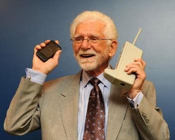 Martin Cooper commence le 3 Avril 1973 un ingénieur senior travaillant pour Motorola.JPG
