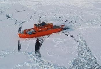 3 - 1 - Brise glace australien Aurora.jpg