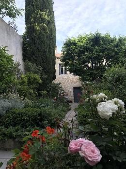 4 - maisonnette vue du jardin 260 x 350.jpg