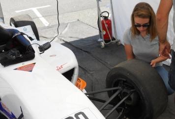 Julie Docteur es pression de pneus.jpg