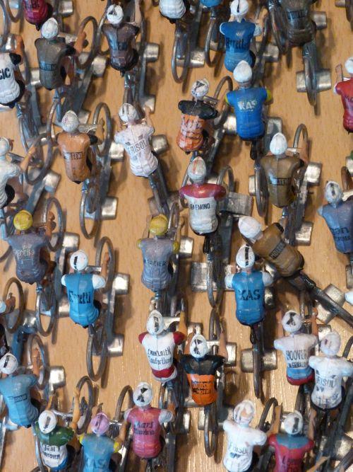 clabel 015 - Cofalu petits modeles, peloton avec pub (4)