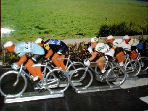 zb - 02 - Starlux 5 cyclistes GBC Kalom-- Kas