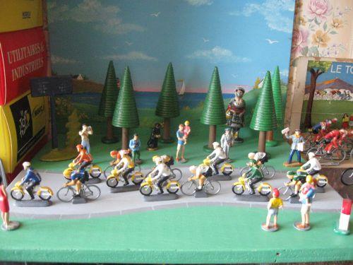 n 02 -  burdins avec cyclistes au 1/43ème