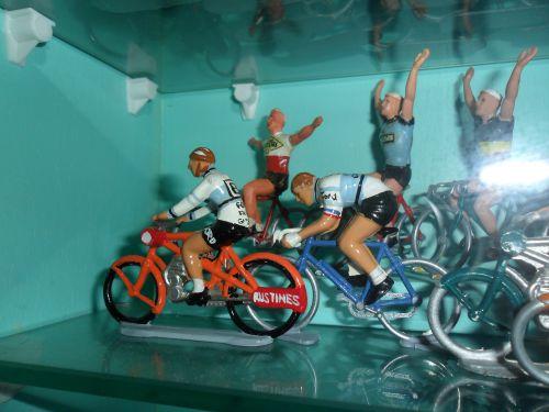 ric06 017 -  INOUBLIABLE JACQUES ANQUETIL dans son époustouflant bordeaux-Paris de 1965 le lendemain de sa victoire dans le critérium dauphiné !!!!!