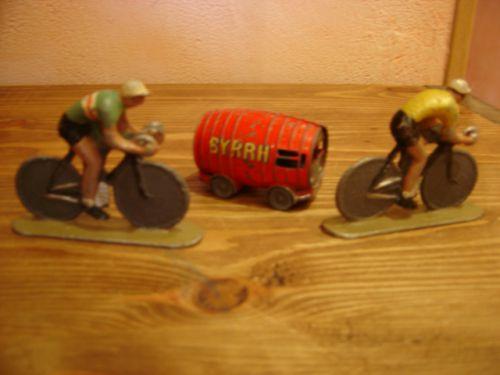 phi76 009 - 2 cyclistes Quiralu et tonneau BYRRH