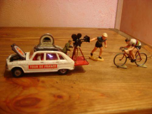 phi76 011 - R16 Corgi, pousseur et cycliste Roger