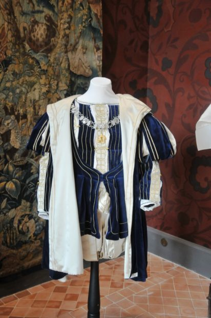 Costumes franois-ier-1-e1540211421784-412x620