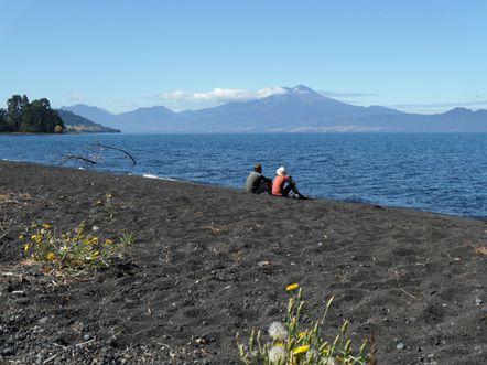 Petite pause thè devant le volcan Calbuco