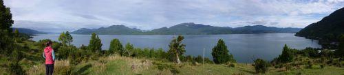 Au petit matin, on monte sur une butte avec vue sur le fjord de Puyuhuapi