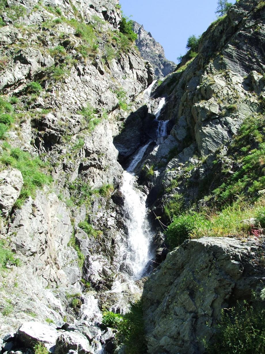 Torrent qui cascade - Vallon de Peyron-Roux Molines en Ch. - 25.07.07 - 2.JPG
