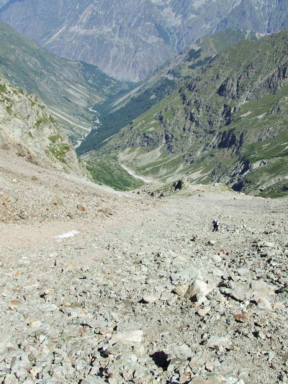 Muriel dans la rude montée vers le Col de Val Estrèche  -  Haute route du Vieux Chaillol - 26.07.07 - 6.JPG