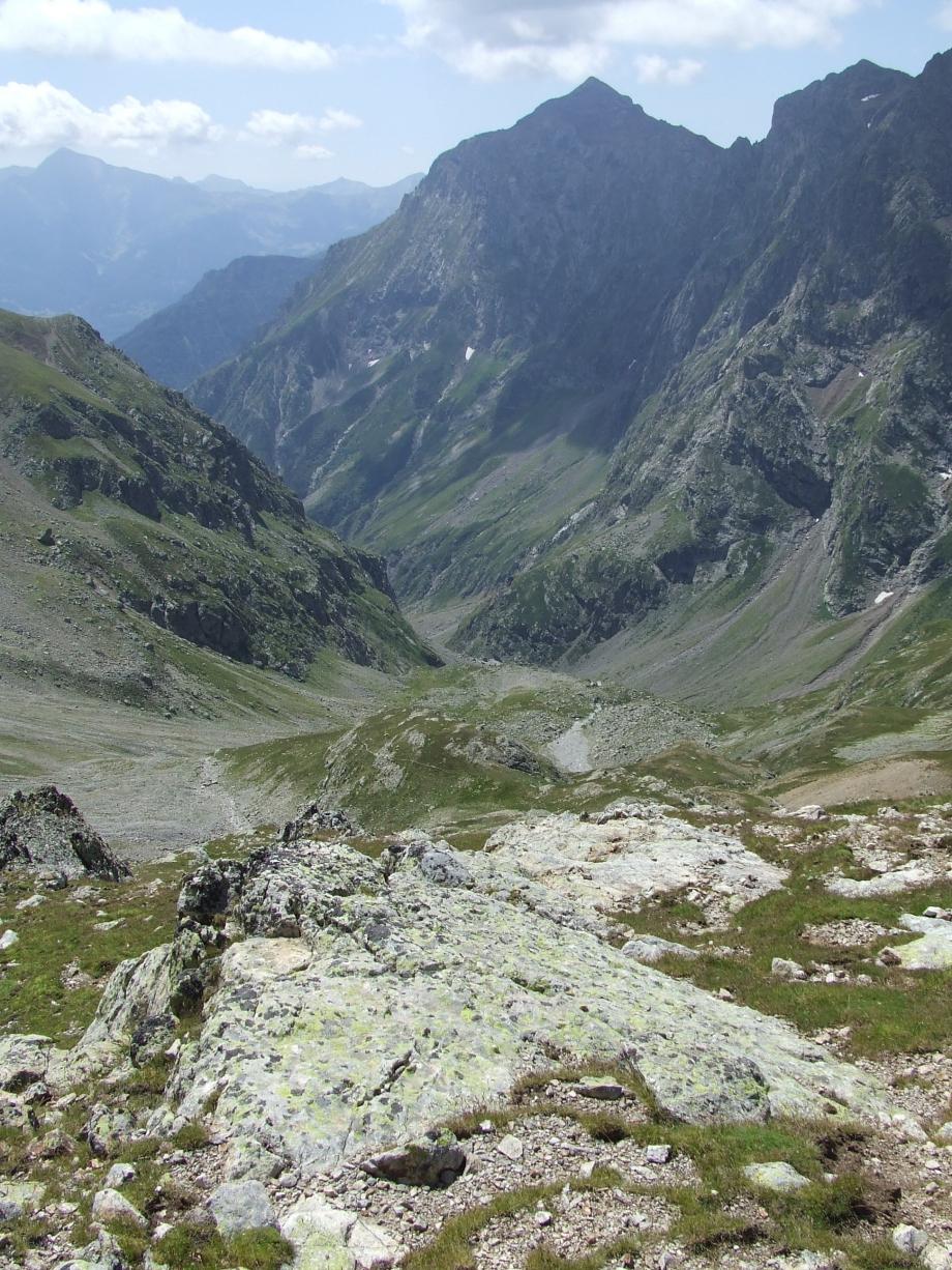 Le profond vallon de Val Estrèche depuis le Col de Val Estrèche  -  Haute route du Vieux Chaillol - 26.07.07.JPG