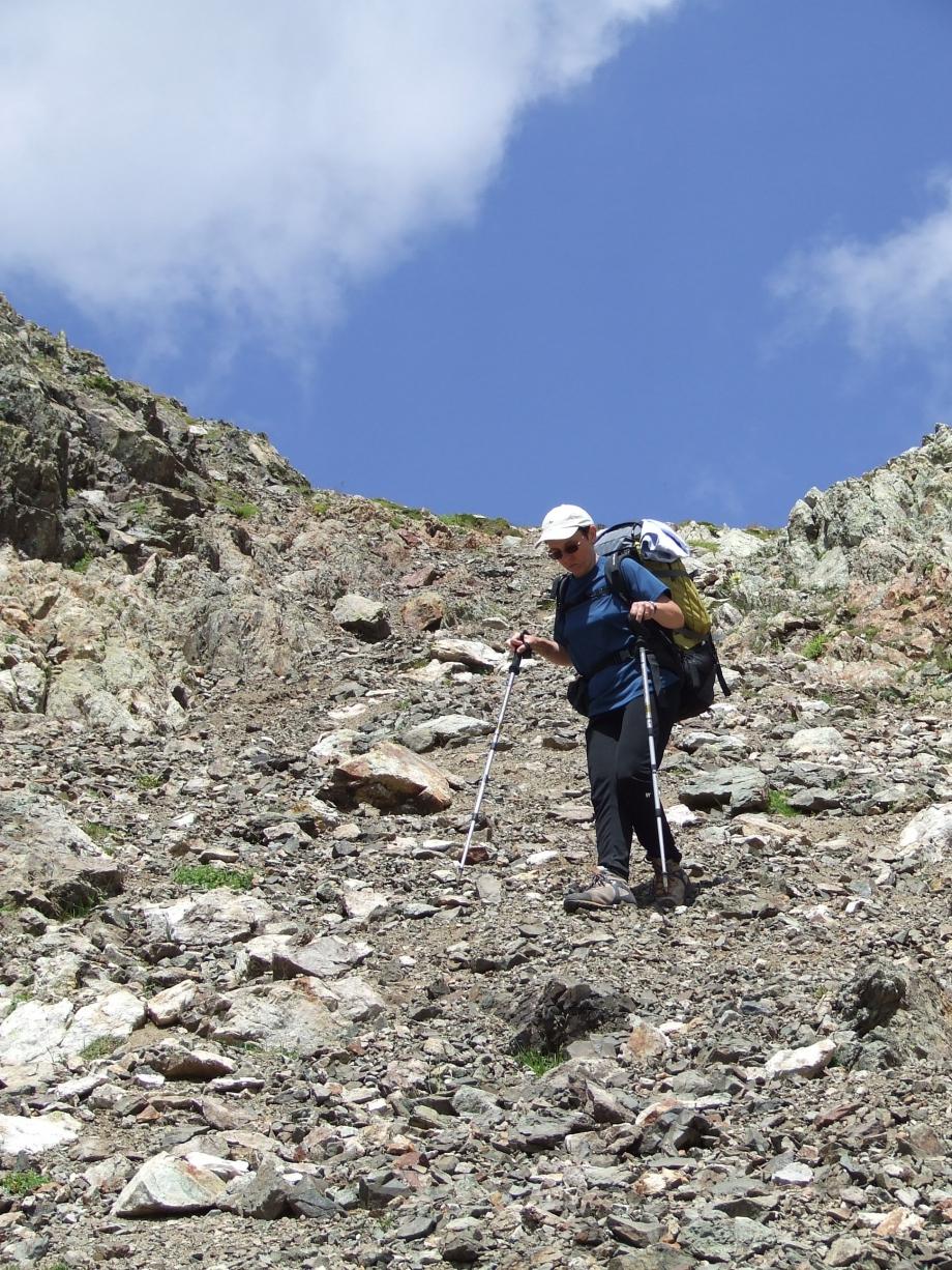 Muriel commence la descente de Val Estrèche  -  Haute route du Vieux Chaillol - 26.07.07.JPG