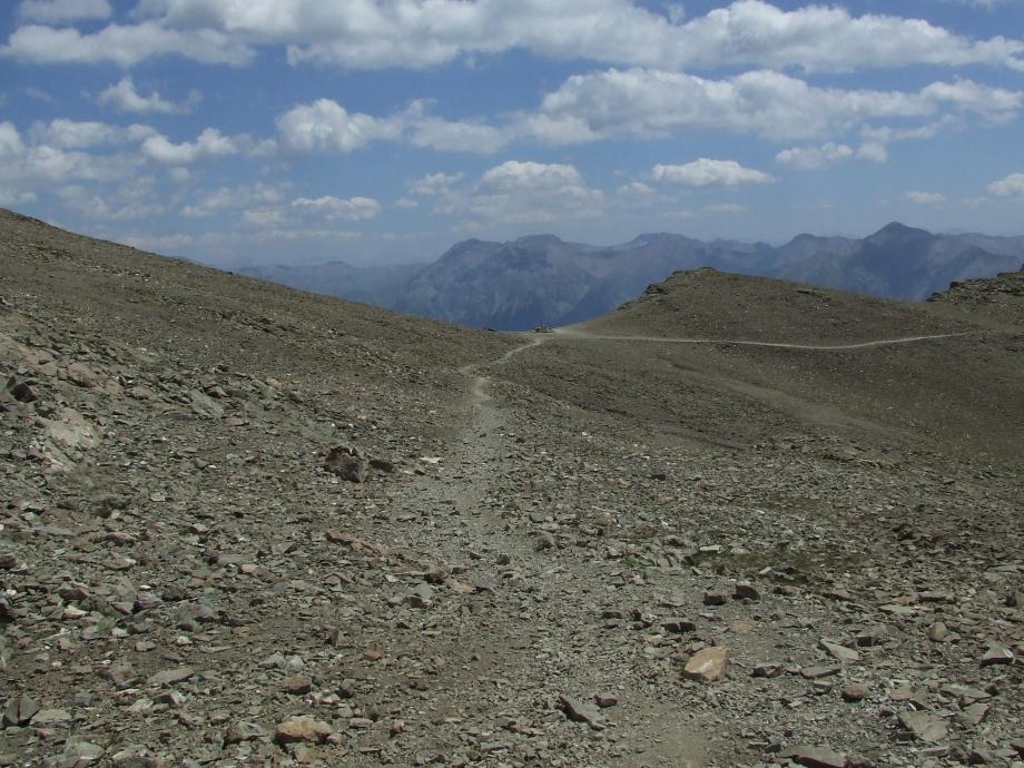 Le Col de Côte Longue vu depuis la descente vers le Col de la Pisse - Haute route du Vieux Chaillol - 27.07.07.JPG