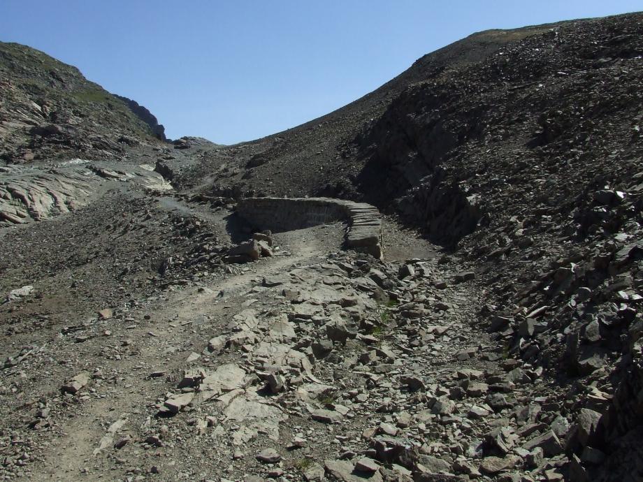 Ancien canal de Malcros (partie intermédiaire) - Haute route du Vieux Chaillol - 27.07.07.JPG