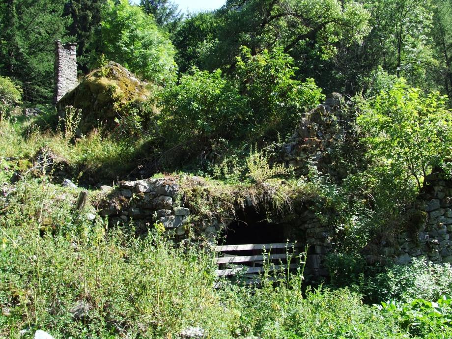 Ruines du hameau du Roy - Haute route du Vieux Chaillol - 27.07.07.JPG