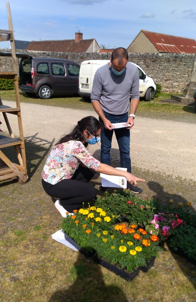 2021.05.07 Distribution fleurs (4).jpg