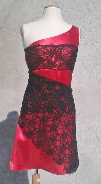robe rouge a dentelle noir