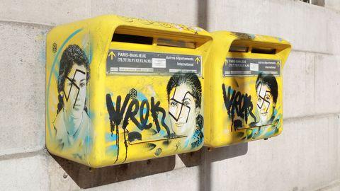 Mbappe le-portrait-de-simone-veil-sur-une-boite-aux-lettres-recouvert-de-graffitis-antisemites-le-11-fevrier-2019-a-paris_6151740.jpg