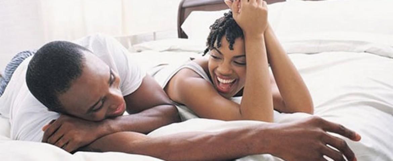 femme-homme-couple-lit-rire640-1170x480.jpg