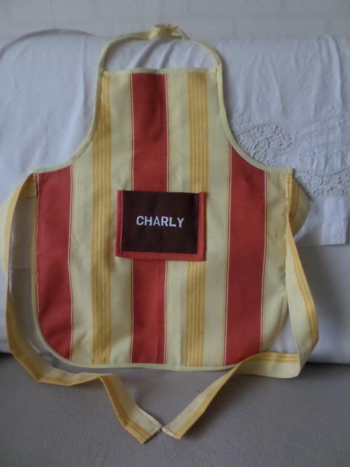 Voici le petit tablier pour Charly