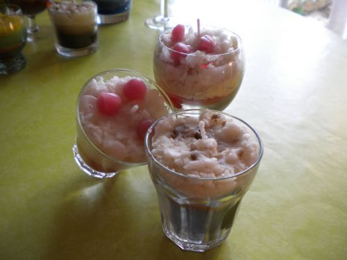 bougies   petit cappucino , petite glace chantilly et griottes  , c'est ça la RECUP!!!!!!