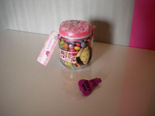 petit pot de BB transformé en bonbonnière pour l'anniversaire de Shana