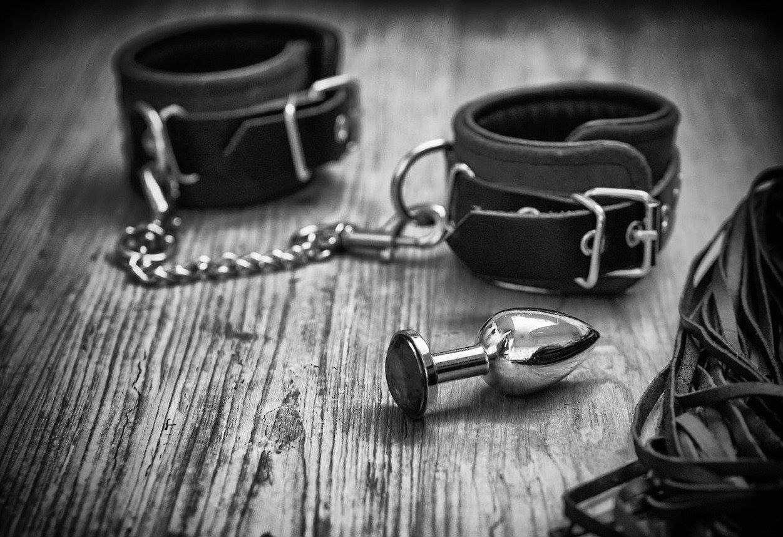 plug et bracelets cuir.jpg
