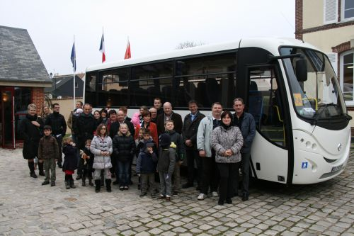 photo de groupe: inauguration du bus