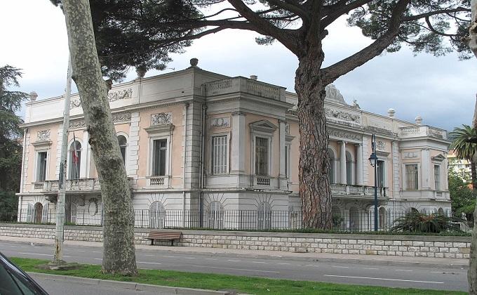 1280px-Palais_Carnoles_7.jpg