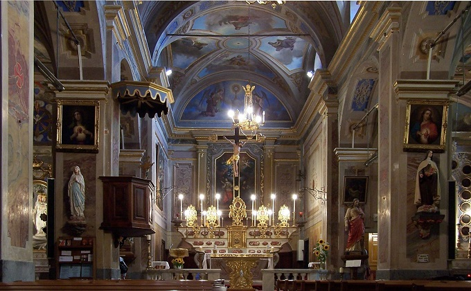 Roquebrune_Church_inside.JPG