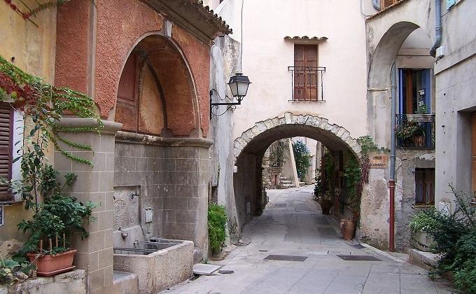 1280px-Roquebrune_Street.JPG