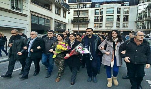 les-kurdes-soutiennent-charlie-hebdo.jpg