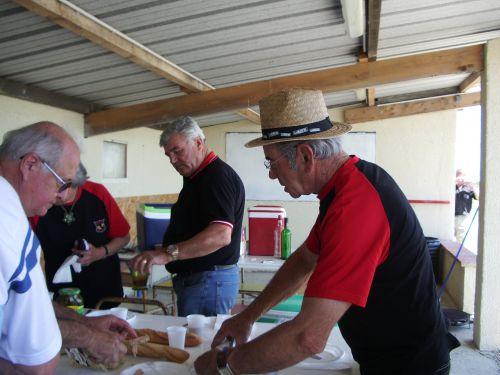 tous au boulot  ( préparation du repas champétre )  COX 2014