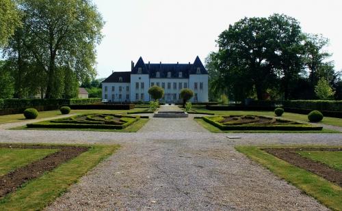 Chevigny-Saint-Sauveur_-_Chateau_1.jpg