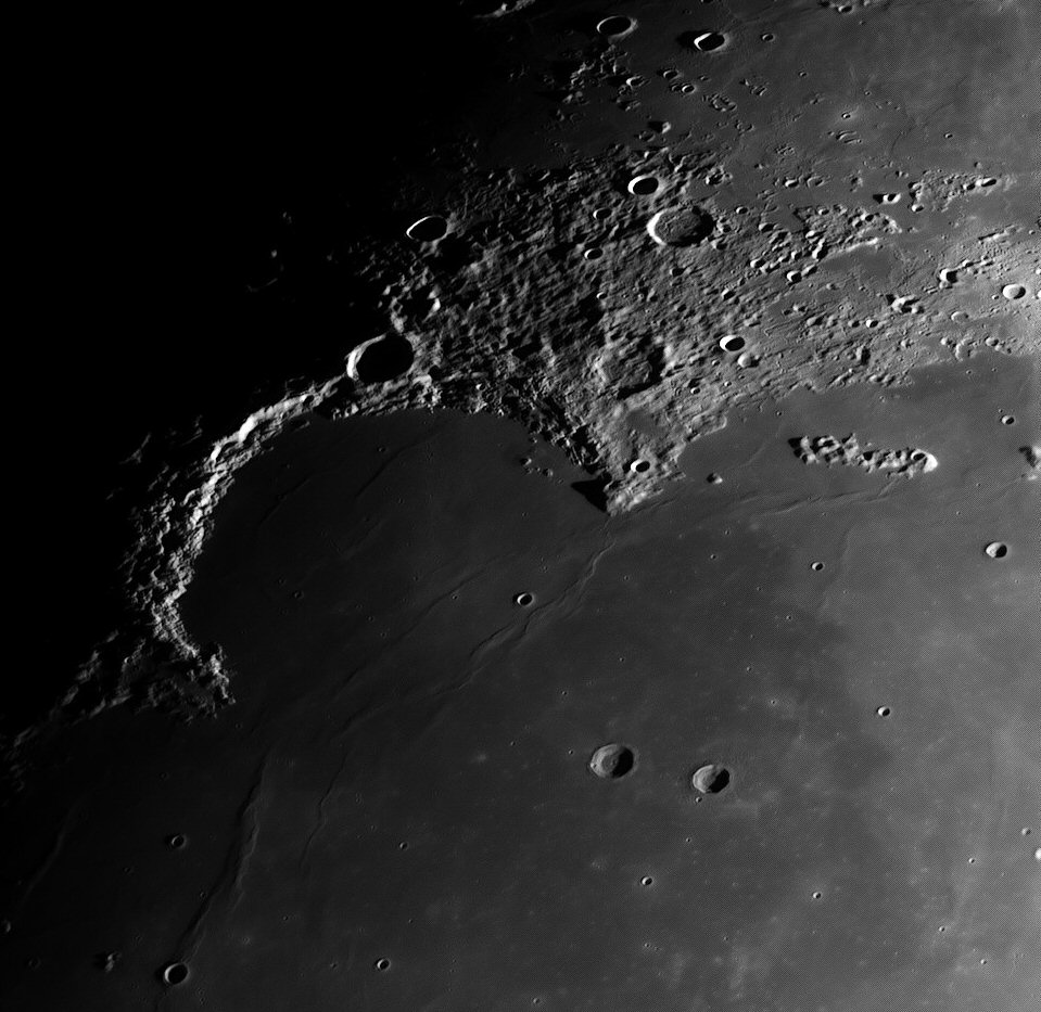 16Moon_091216_ZWO ASI120MM_Gain=60_Exposure=1 (3).jpg
