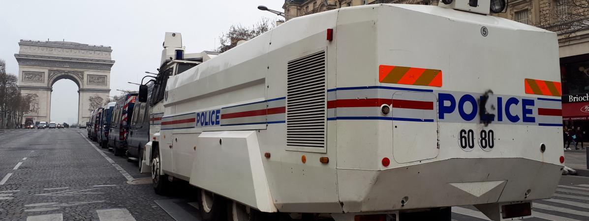 gilet police.jpg