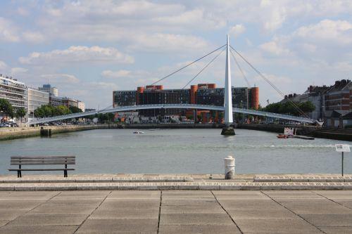 Le bassin du commerce et son petit pont