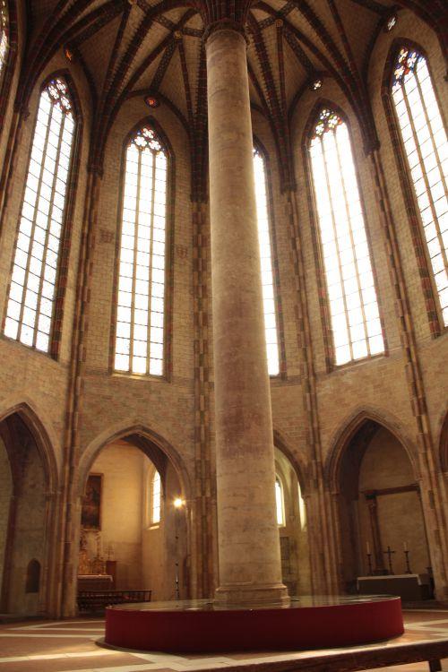 Le miroir central qui double les hauteurs des plafonds. Impressionnant.