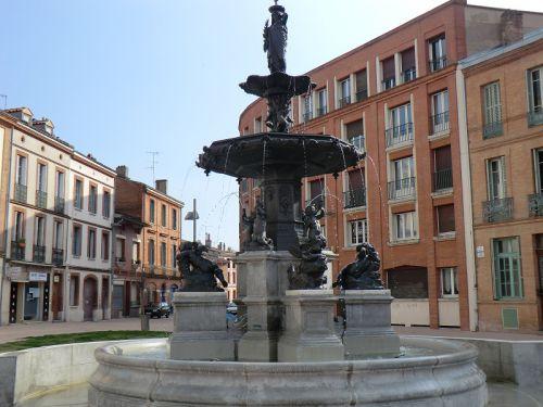 La fontaine de la place Olivier