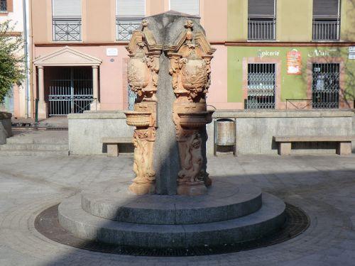 La fontaine de la place des Tiercettes