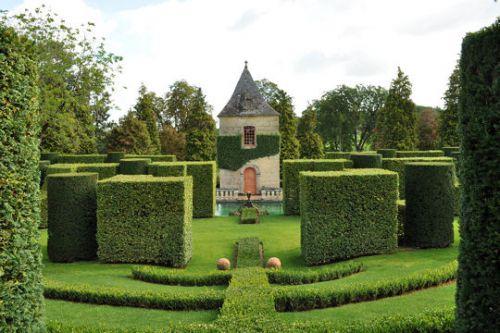 Les jardins du Manoir d'Eyrignac en France