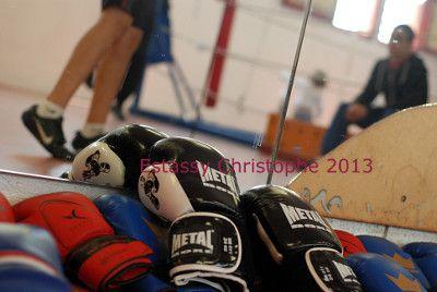 Des gants de boxes posés aux sols