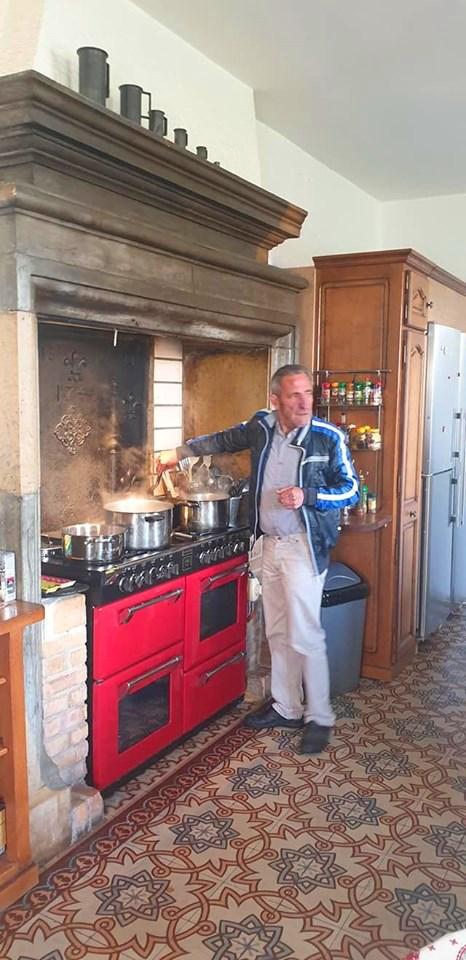 Michel en roi de la cuisine - Week-end à Pagney - Mai 2019 - Photo : Nicolas Bourgeois